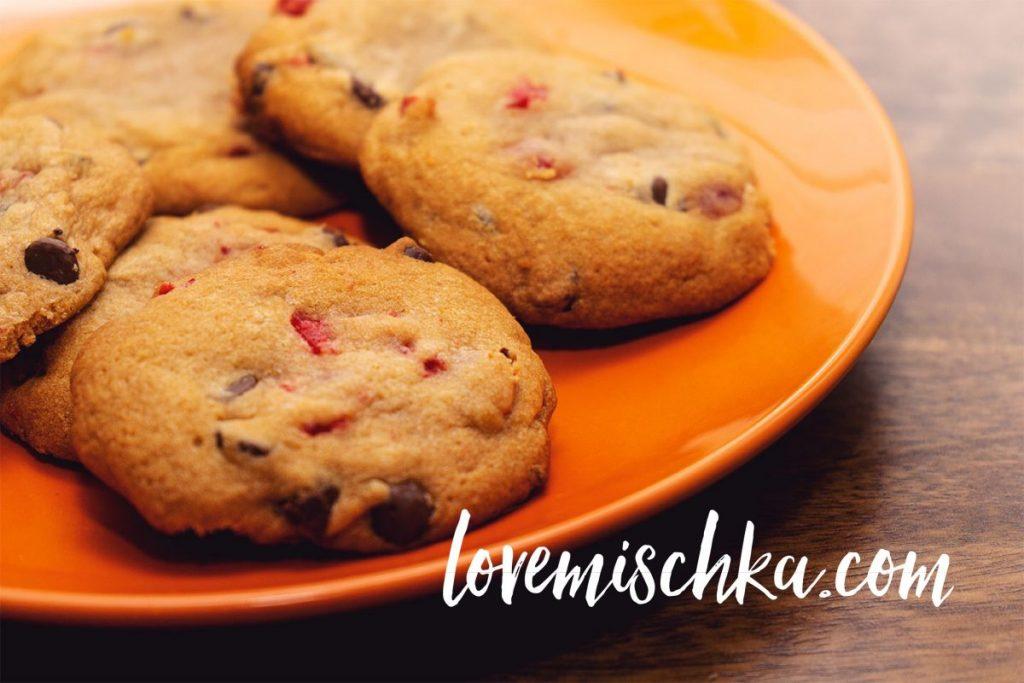 Easy, Delicious, Soft Cherry Chocolate Chip Cookies | lovemischka.com