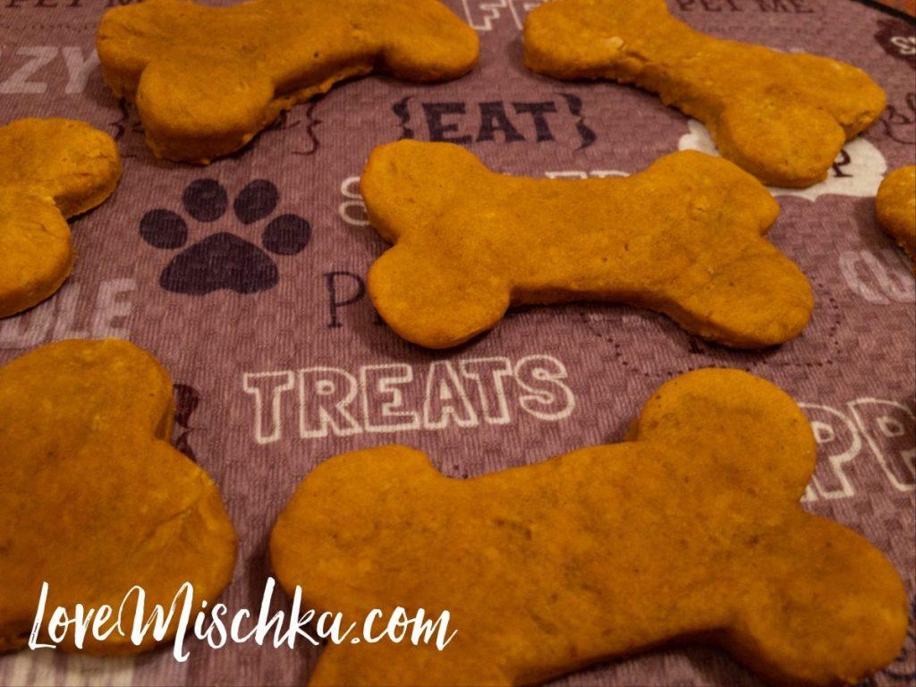 Homemade Dog Treats that Dogs LOVE #easydogtreats #dogrecipes #loveyourdog #healthydog